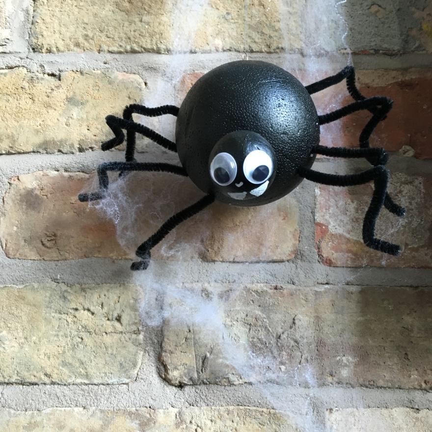 Halloween project: DIY black spider