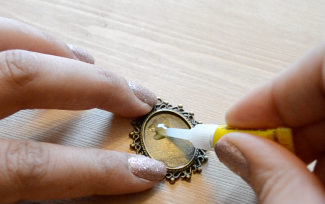 Applying glue to cabochon